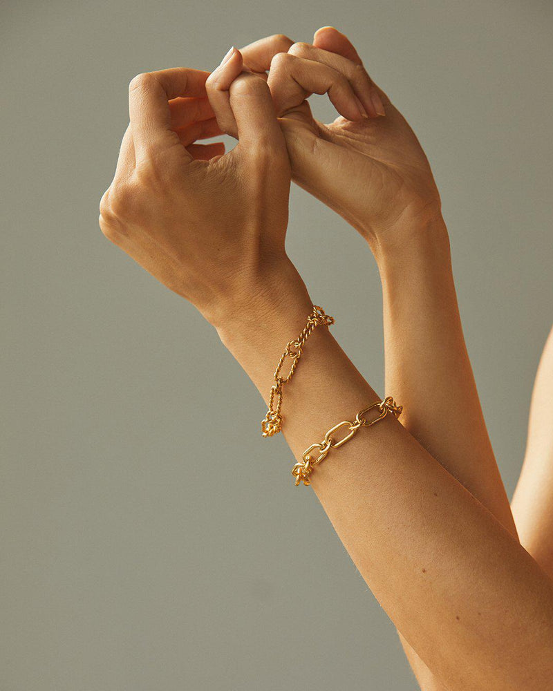 gold plate chain bracelet on the model