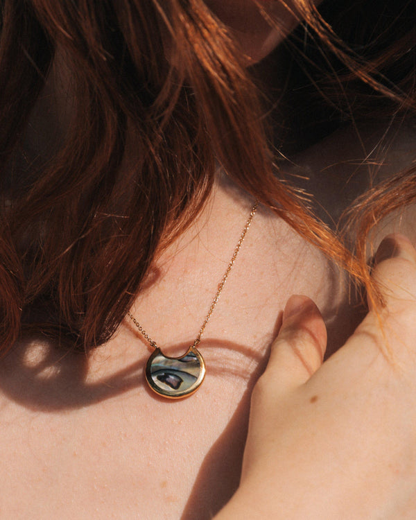 small mojave pendant on the model