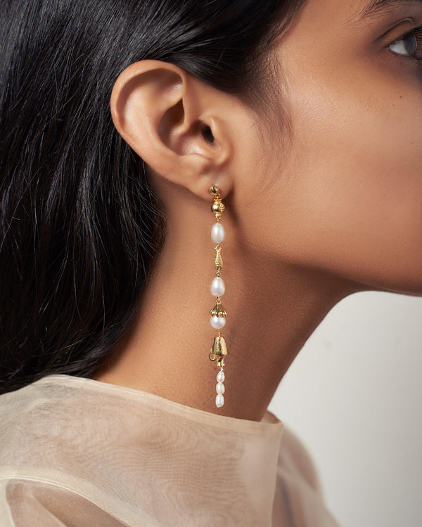 drop earrings with pearls on the model