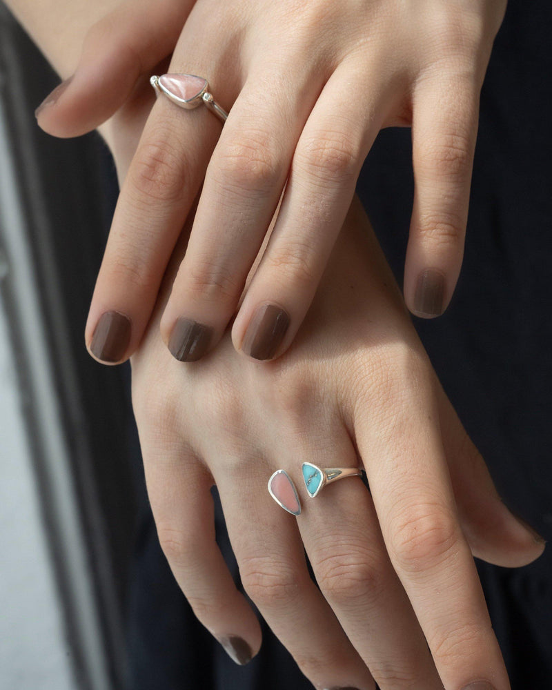rotating pilar ring on models hand
