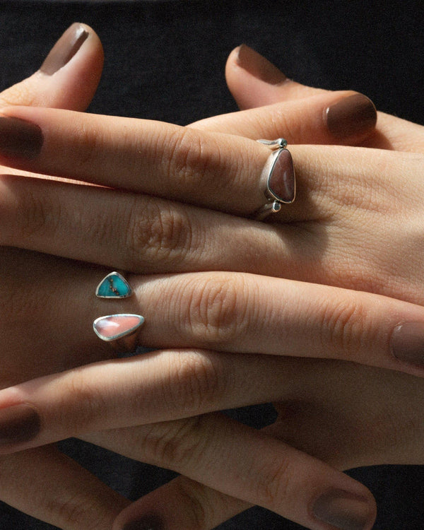 pilar inlay ring on the models hand