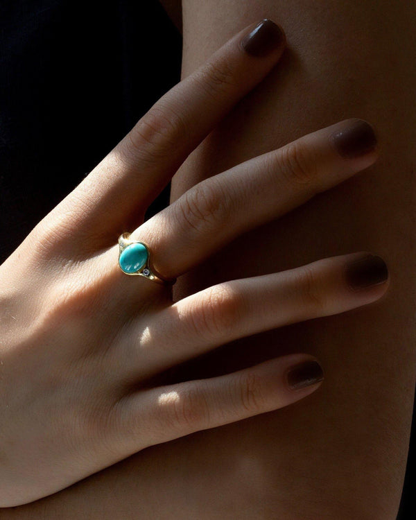 turquoise ring on the model