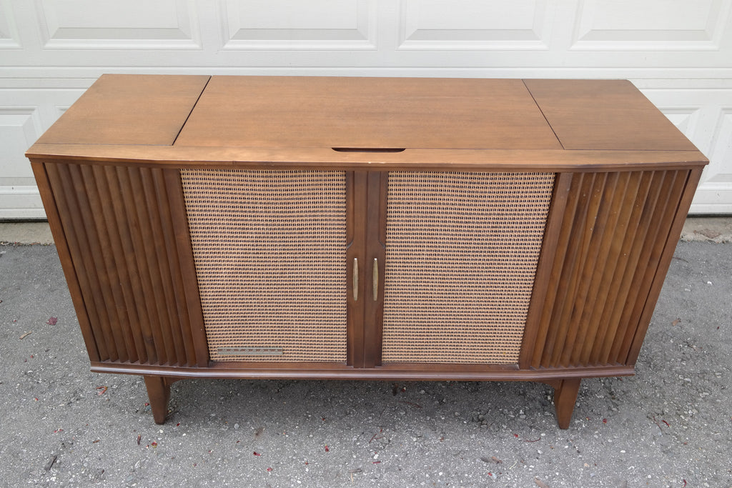 IN THE QUEUE - 60's Motorola Stereo Console