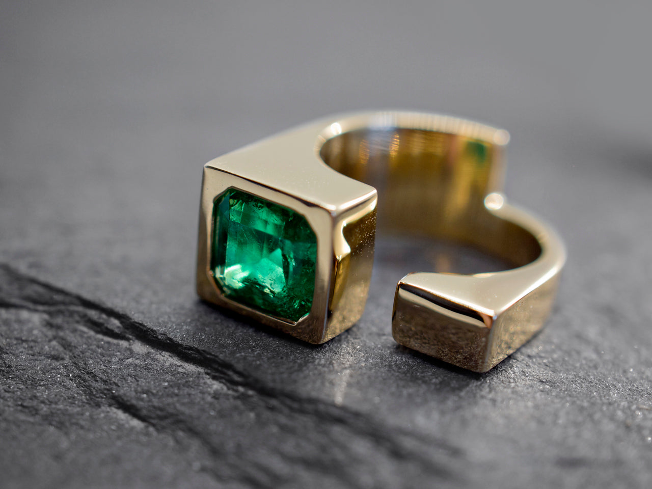 18k yellow gold with emerald