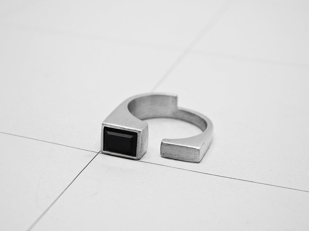 RIFT RING 2.3.SILVER w/ SPINEL