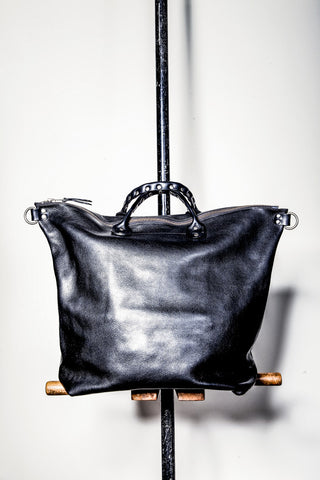 UB07 STUDDED HANDLE RAILWAY BAG