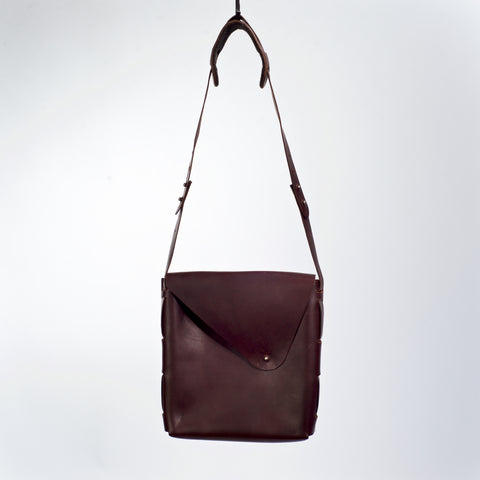 UB01 UNISEX VERTICAL MESSENGER BAG