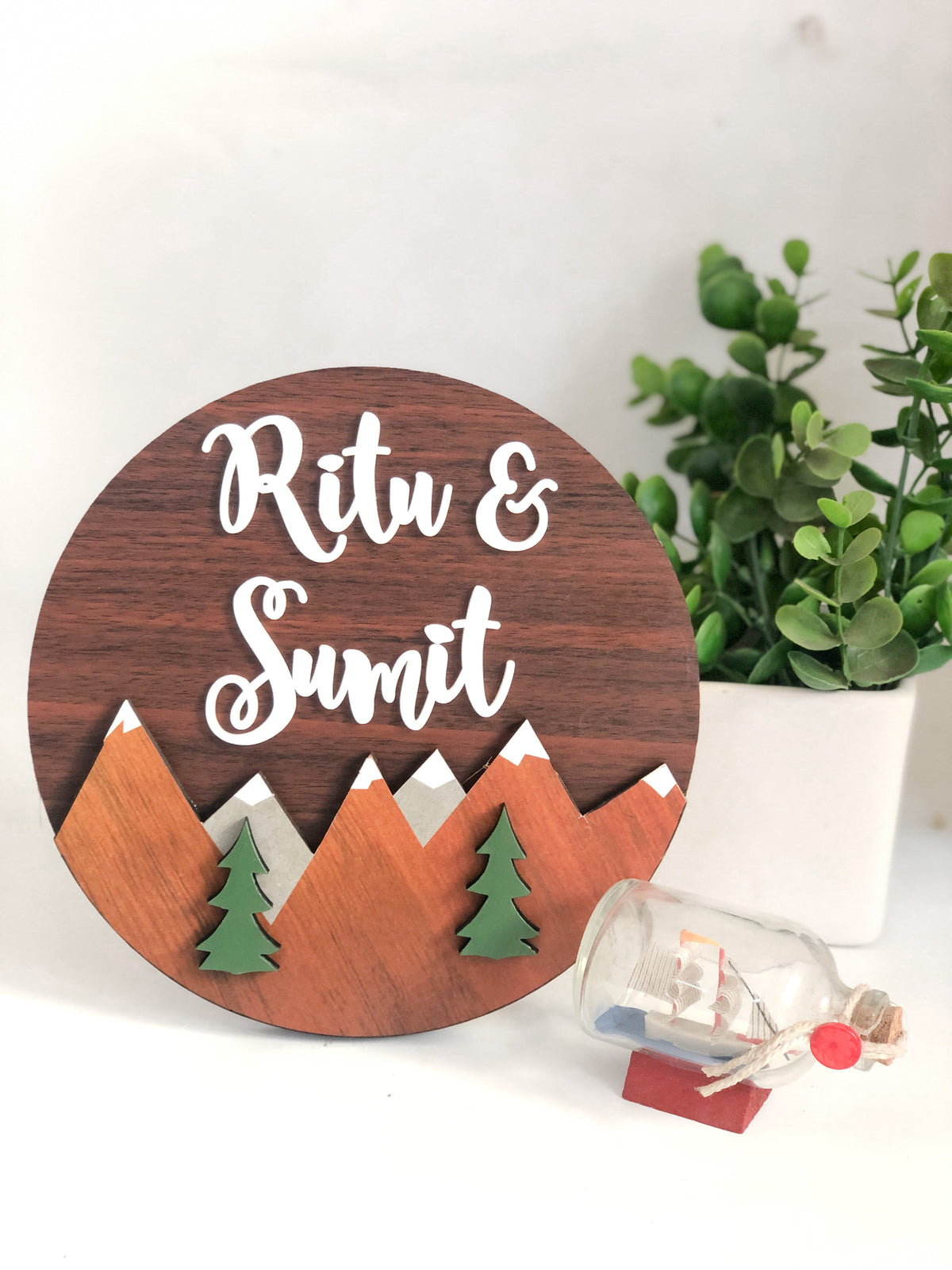 Nameplate - Mountain Circular (Couple)