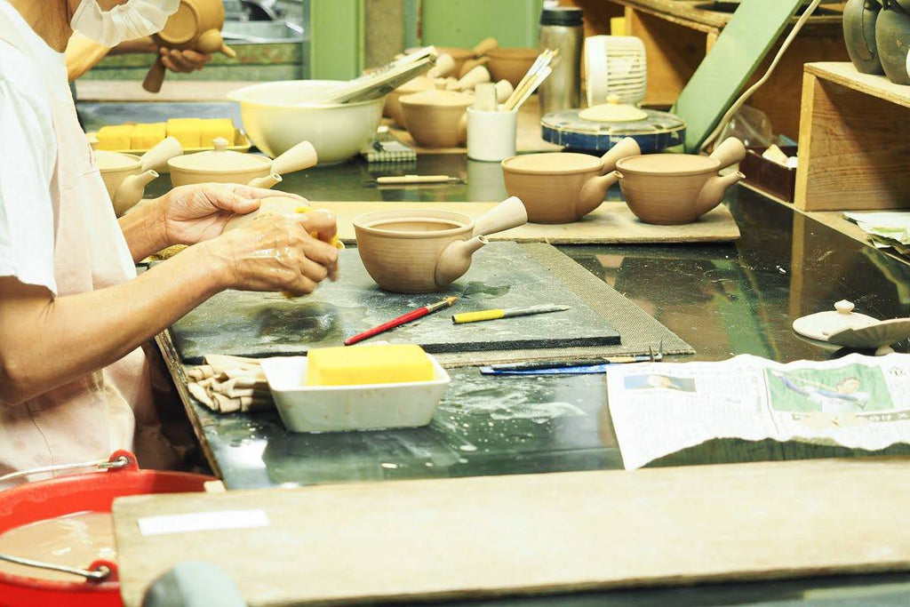 Manufacturing process of pottery