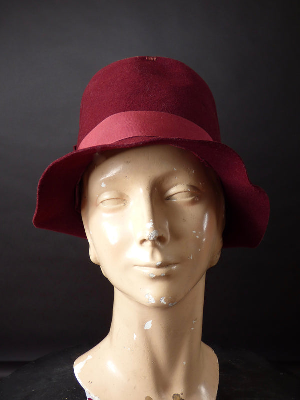 1920s Burgundy Wool Felt Sculpted Soft Cloche