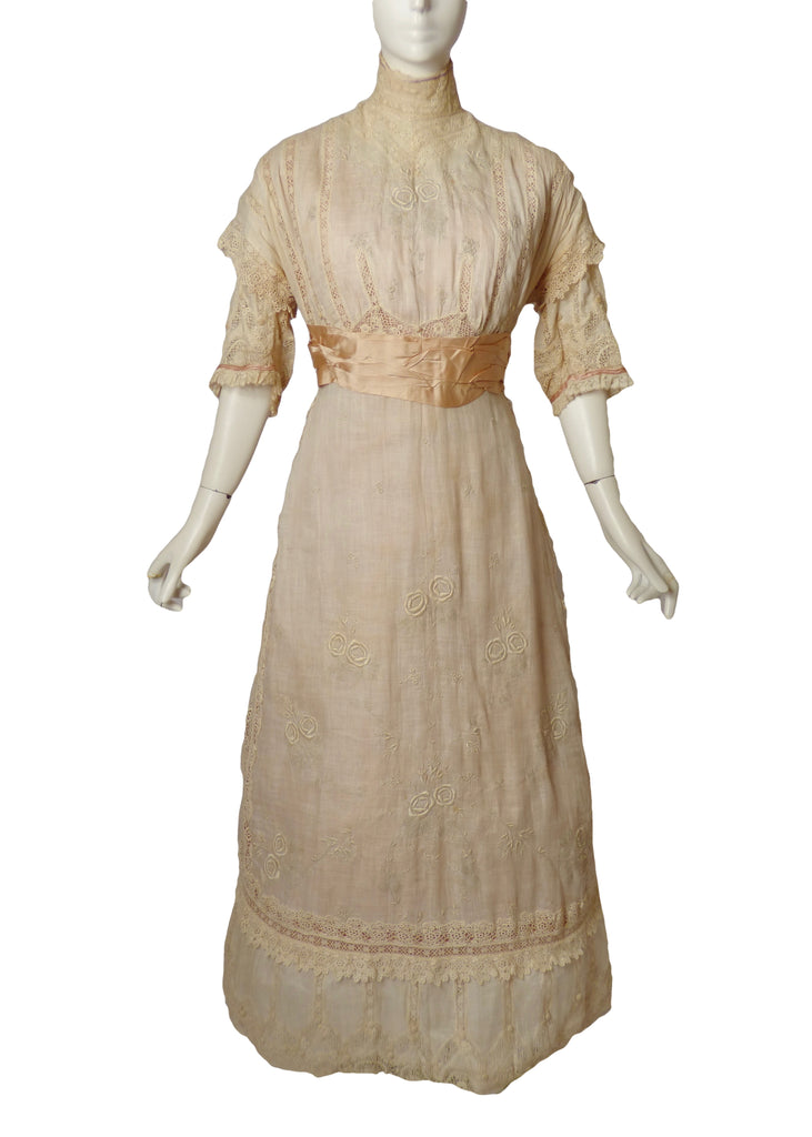 1910 Batiste & Lace Tea Gown, Size-10