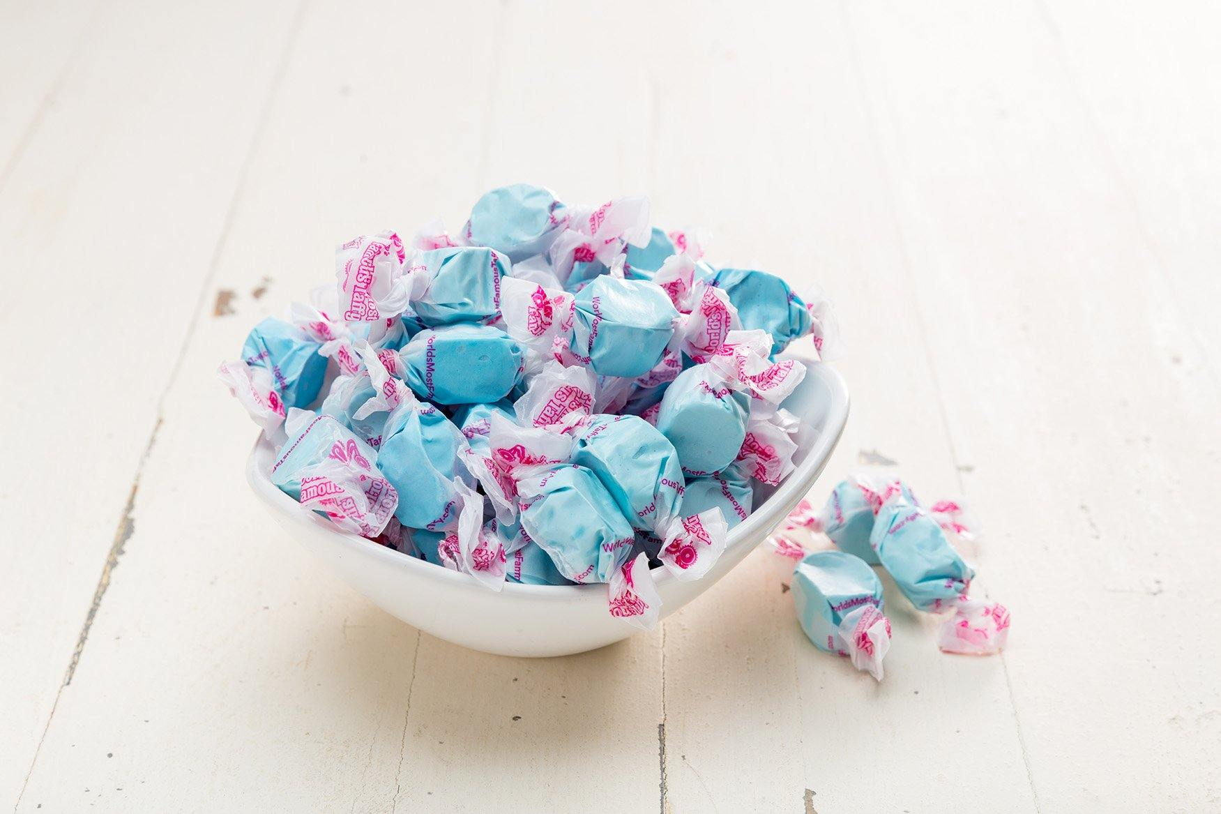 cotton-candy-our-products-zenos-worlds-most-famous-taffy-639131.jpg?v=1603832572