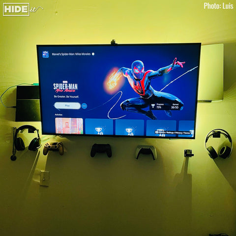 Customer setup with PlayStation 5 mounted on the wall