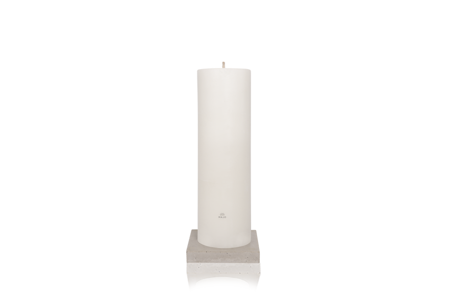 Product shot MAJO LUSO 80 cm white outdoor garden pillar candle with MAJO logo, standing on grey polished concrete base