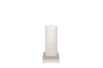 Product shot: MAJO MENA 60cm white outdoor pillar candle with MAJO logo, standing on grey polished concrete square base