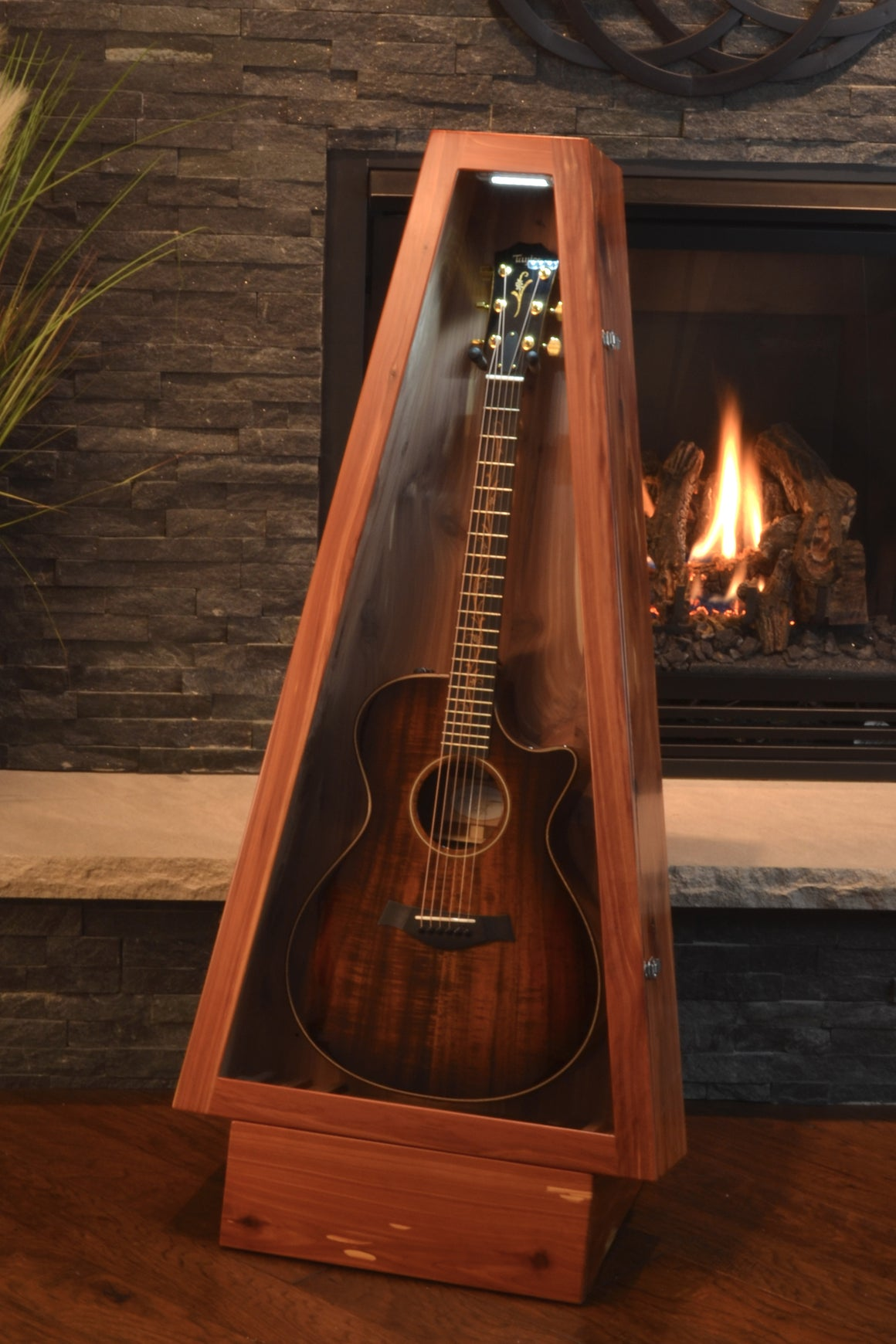 Aromatic Cedar ClimaStand | Acoustic/Electric | Triangle
