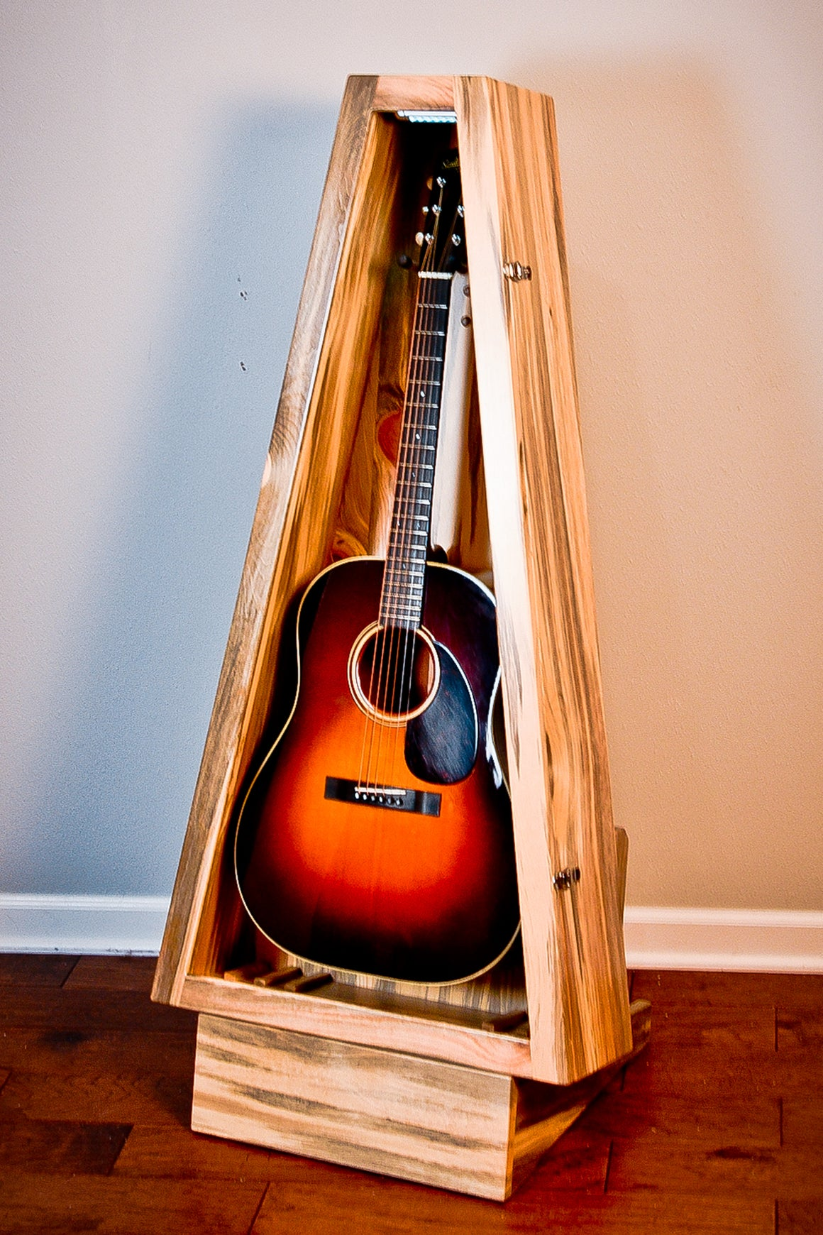 Blue Ponderosa Pine ClimaStand | Acoustic/Electric | Triangle