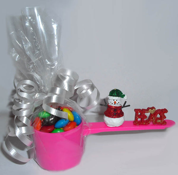 holiday ideas with candy scoops.  Cute for teachers or co-workers.