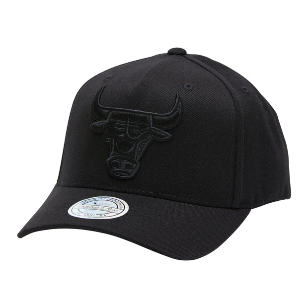1-MNCGCK073-Black-Hat-All-black-logo-sb-chicago-bulls-Mitchell-and-ness-Live-clothing