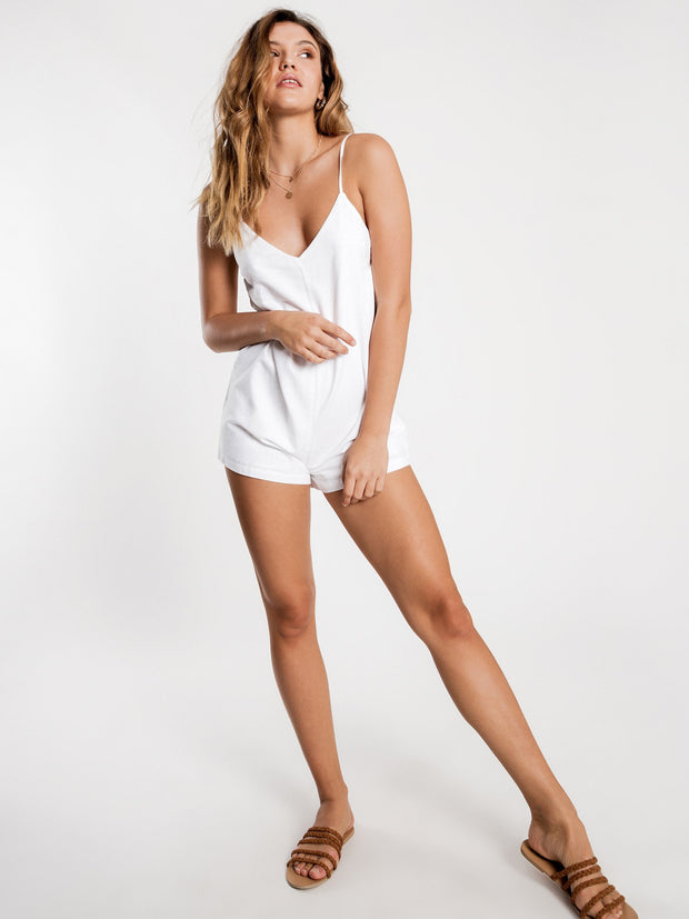 1_NU23751_White-Playsuit_Greta-linen_Nude-lucy_Trend-imports