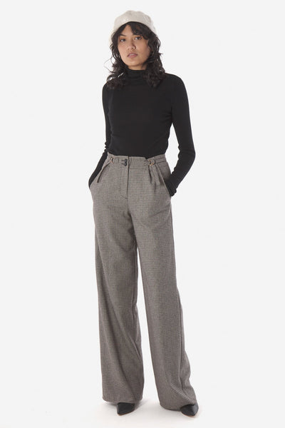 Kate Sylvester Alice Skinny rib is perfect for layering or worn on its own. Made from the softest, pure merino wool this knit has a high-neckline and is fitted to the body.  Perfect piece for your winter wardrobe.  100% Merino wool Gentle hand wash with wool detergent