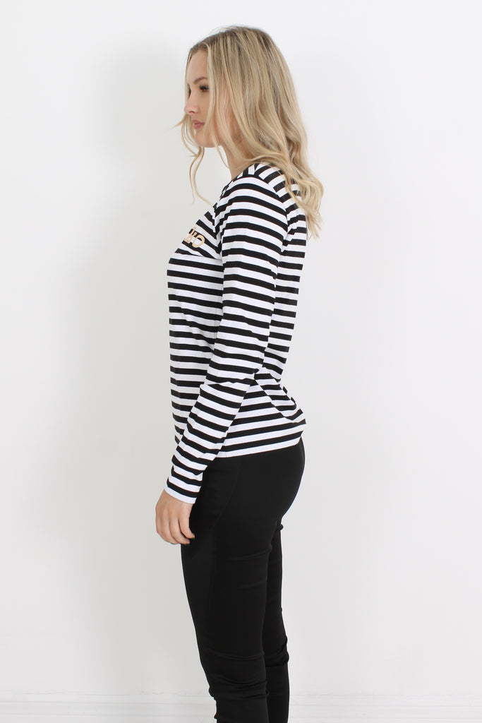 Marimekko Logo Mari is made of 100% cotton jersey and a relaxed fit with long-sleeves, round neckline and straight cut. Classic Marimekko stripe with subtle log on. the front.  100% cotton  Machine wash inside out
