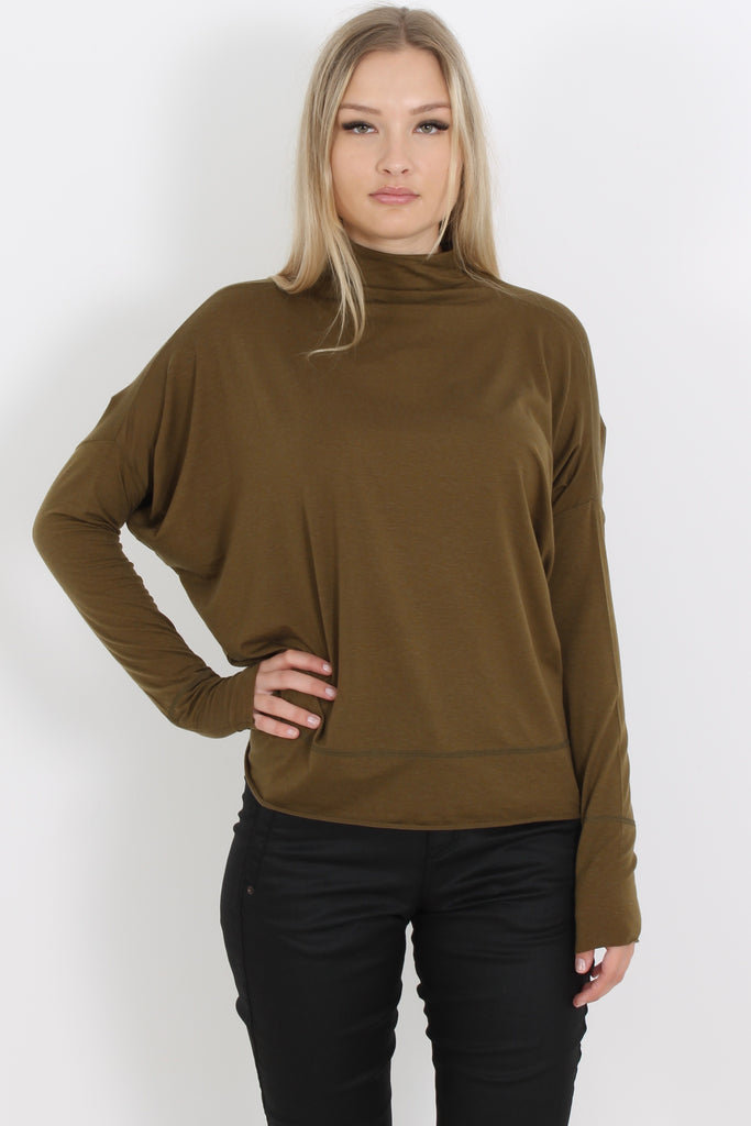 Rabens Beri Top is crafted from a lightweight, stretchy wool-blend and has a relaxed body and shoulders and fitted sleeves. Perfect with your favourite jeans or skirt and fine enough to wear under a jacket.  67% Lyocell 29% Wool 4% Elastane Delicate machine wash