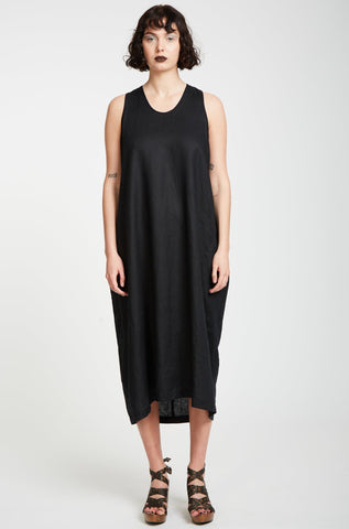 Zambesi Cocooned Dress is a loose fitting dress made in 100% linen making it perfect for our summer. This dress has curved panels and hem that create shape. Classic Zambesi style, a dress for many seasons to come.  100% linen  Delicate hand wash Made in New Zealand