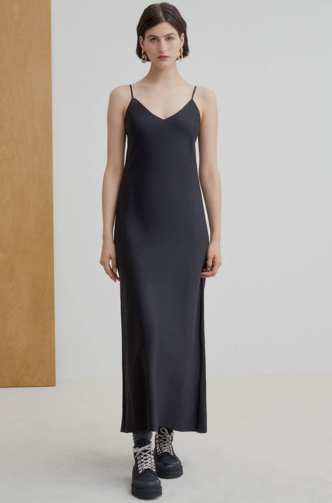 Kowtow Ada Long Slip Dress is a long semi-fitted dress and cut on the bias to sit close to the body. This style is relaxed, and has a luxe quality to both the cut and fabric. Straps are adjustable, and this is the perfect day to evening option for summer.  60% Organic cotton and 40% Tencel Cold gentle hand or machine wash with like colours