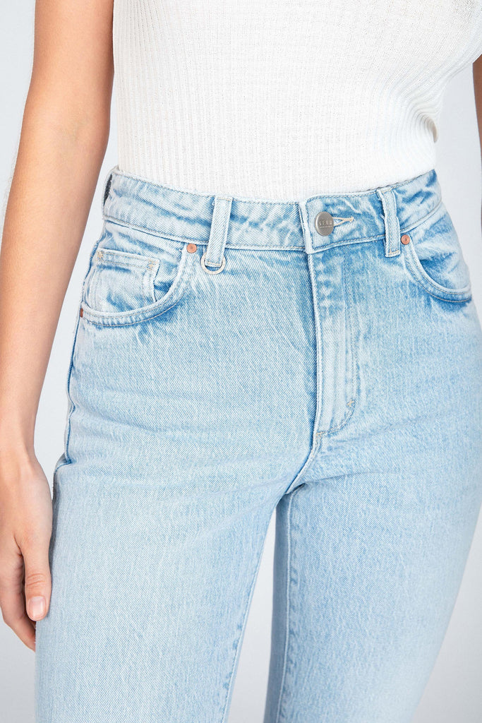 The Lexi Straight in Zero Cosmo is the perfect summertime jean in a light blue denim wash that is fresh and versatile. The Lexi has a mid to high rise and straight leg that comes to just above ankle length (30 inches). An essential you will love wearing.  99% Cotton 1% Lycra Cool gentle hand wash with like colours