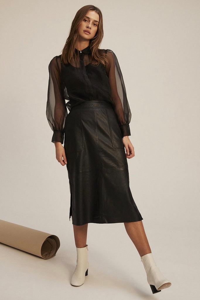 Second Female Francis skirt is crafted in 100% super soft lamb leather and features front panelled side pockets and 2 back patch pockets, midi-length, side splits, half lined and side zip closure with button. Danish design at its best. Classic piece for everyones wardrobe.  100% Lamb leather  Specialised dry clean