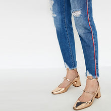 Load image into Gallery viewer, Frayed Hem Cropped Jeans