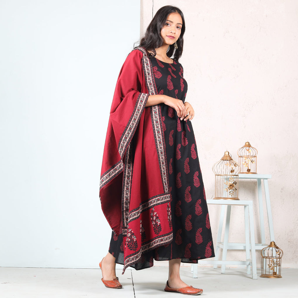 Black Paisley A-Line Cotton Long Kurti Dress With Maroon Odhna