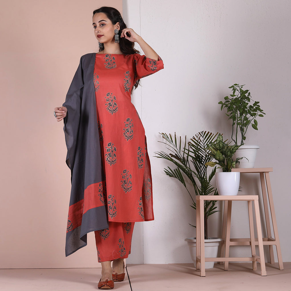 Peach Hand Printed Salwar Kurta Set with Pocket Details & Grey Odhna