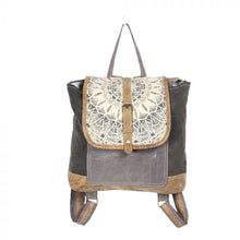 Load image into Gallery viewer, Daisy Delight Backpack