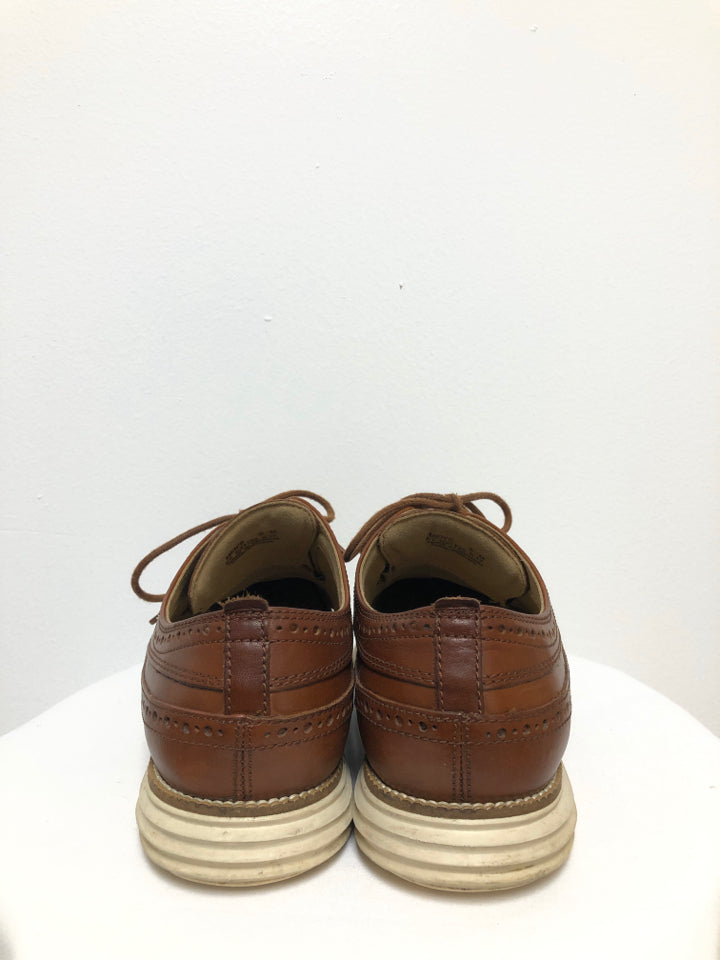 COLE HAAN OXFORD STYLE SNEAKER SIZE 8 - wearhouseconsignment