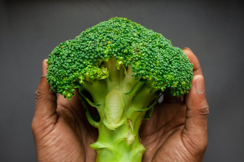broccoli-in-hands