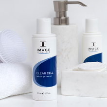 Laden Sie das Bild in den Galerie-Viewer, CLEAR CELL Clarifying Gel Cleanser