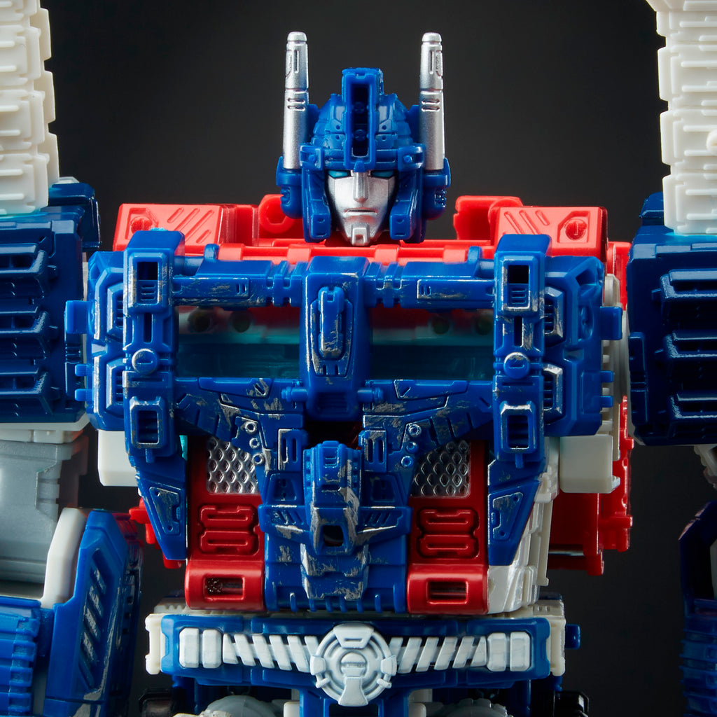 Transformers Generations War for Cybertron: Siege Leader Class WFC-S13 Ultra Magnus Action Figure Bot Mode