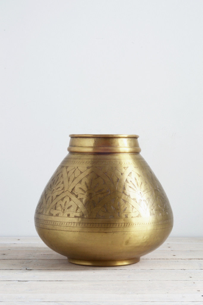 Hand-etched brass pot: round