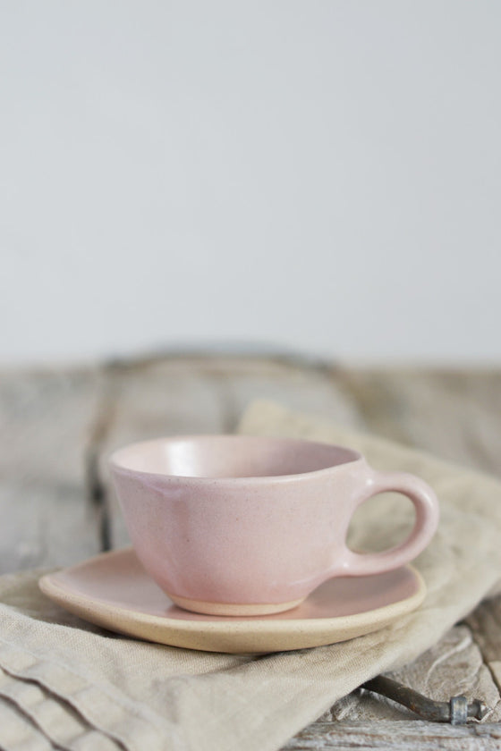 Organic espresso cup and saucer: Beetroot