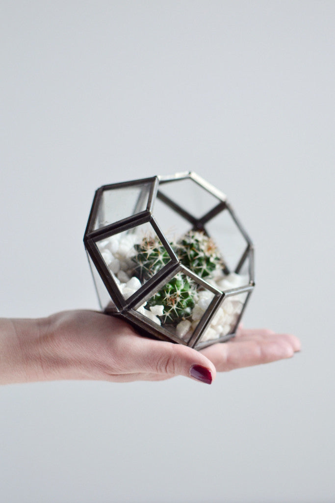 Zinc terrarium / candle holder: pointed