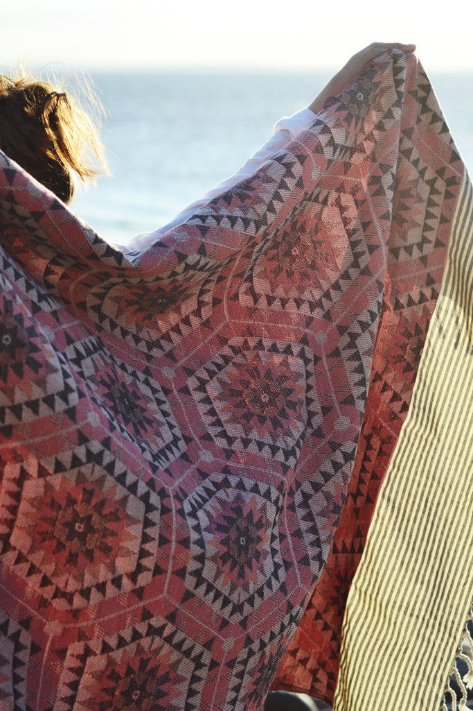 Honeycomb throw: rose pink