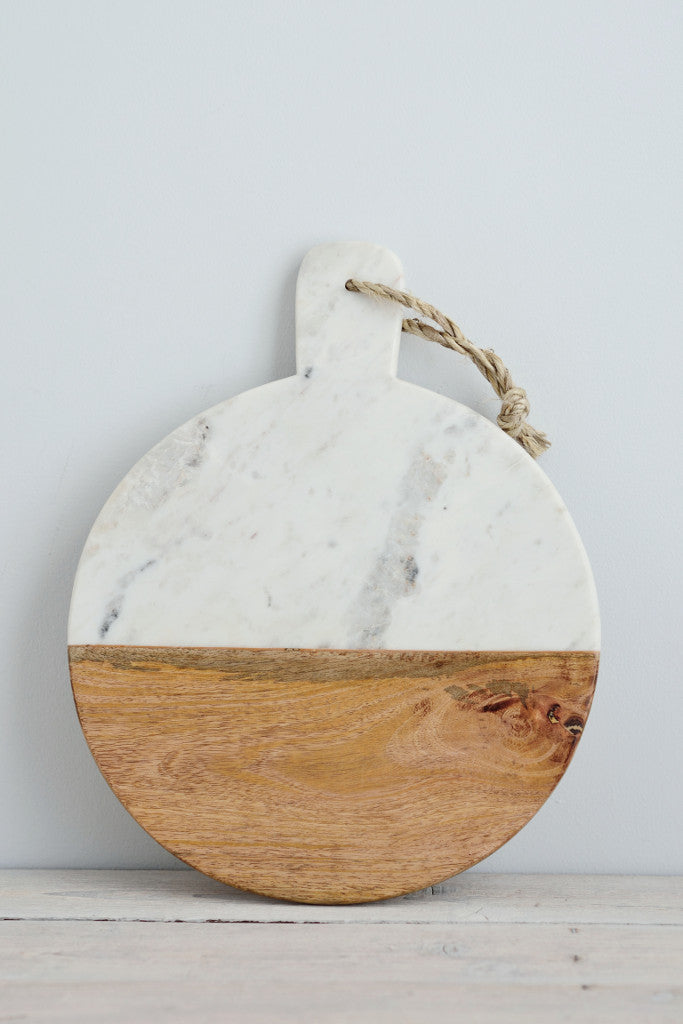 White marble and mango wood serving board: round
