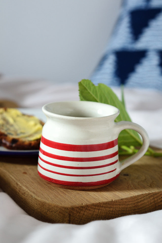 Short coffee cup: red stripe