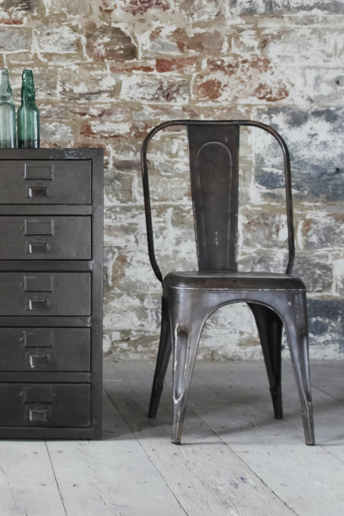'Chari' industrial Tolix style metal chair: iron