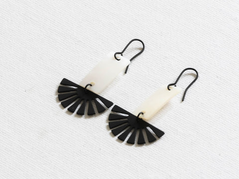 Perdita Delicate Shell Geo Fan Earring - black and white