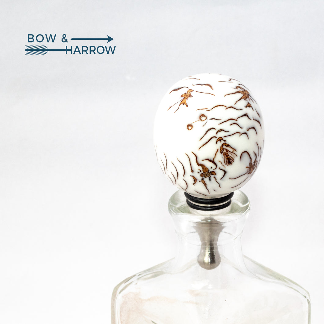 Round Bottle Stopper - White Resin & Pine Cones