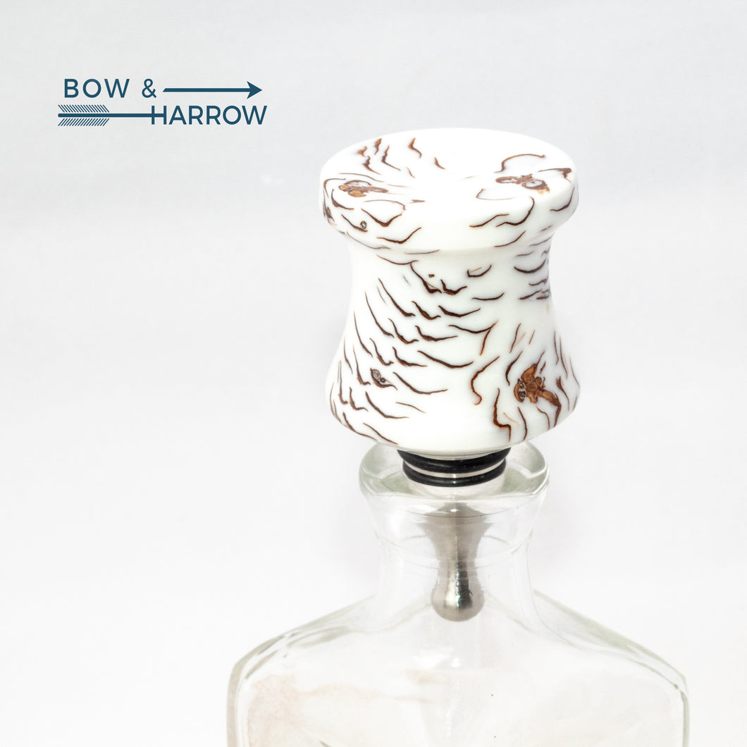 Concave Bottle Stopper - White Resin & Pine Cones