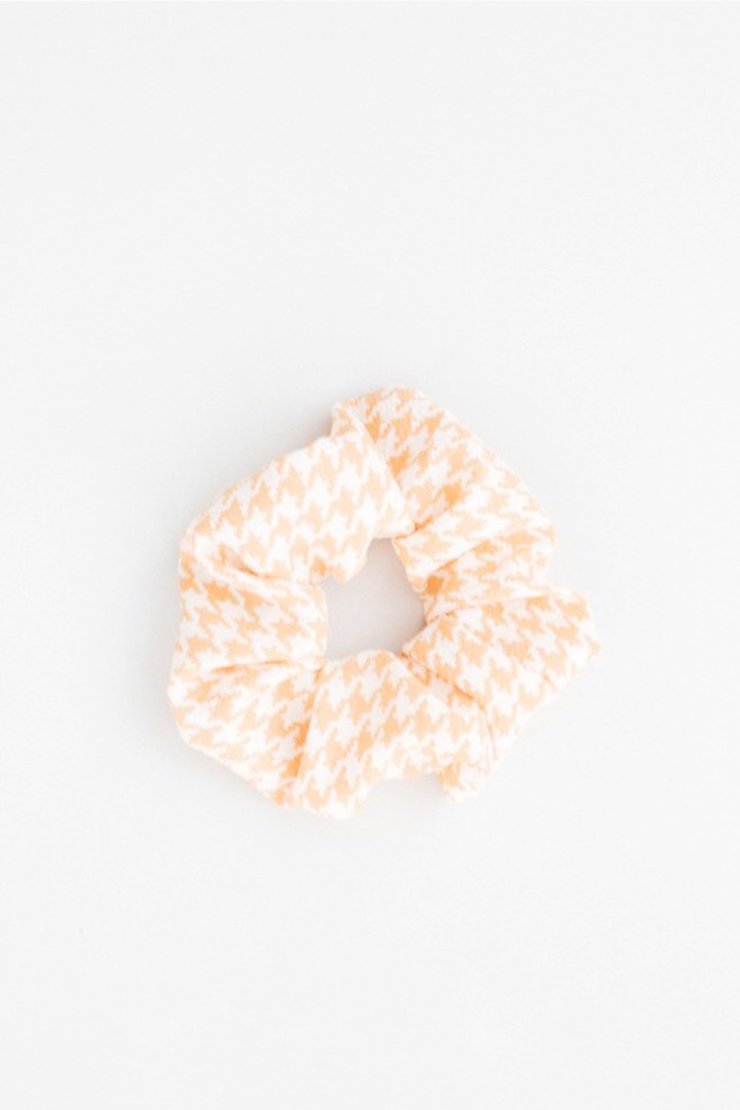 YELLOW HOUNDSTOOTH SCRUNCHIE